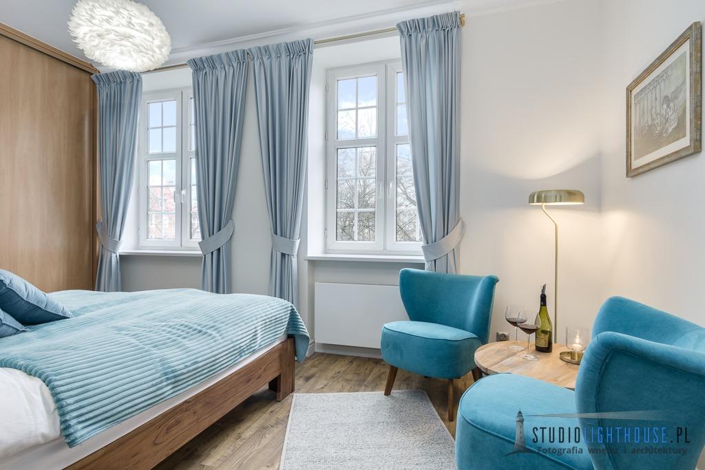 fotograf-wnetrz-niebieska-sypialnia