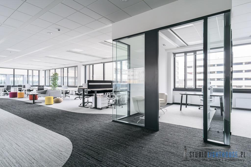 fotografia wnętrz biurowca - open space